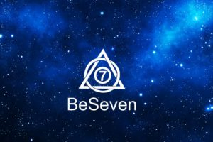 Logo blanc de BeSeven sur l'Univers bleu